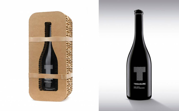 Carboard packaging for wine bottles
